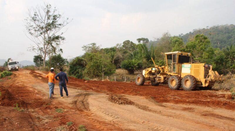 DER trabalha na manutenção de 48 km da linha 94 – RO-472 em Ji-Paraná