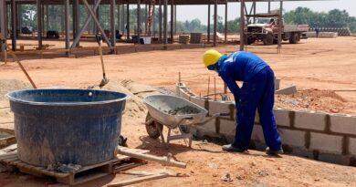 Começa assentamento dos tubos de água pluvial do Centro de Prevenção